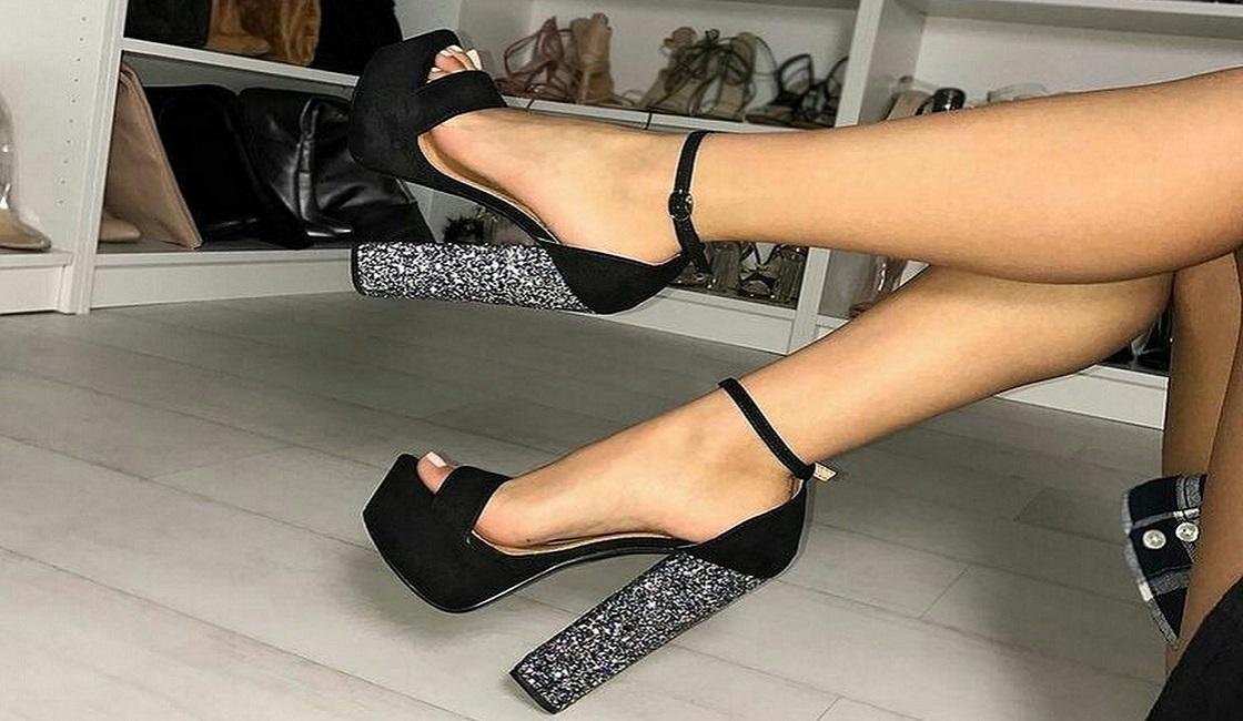 Sandalias altas con taco cuadrado