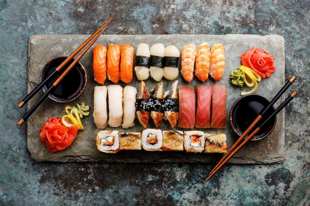 tabla de piqueo sashimi y sushi