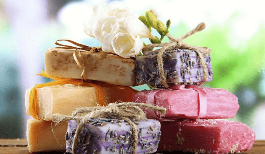 Cómo eliminar la piel grasa con jabón