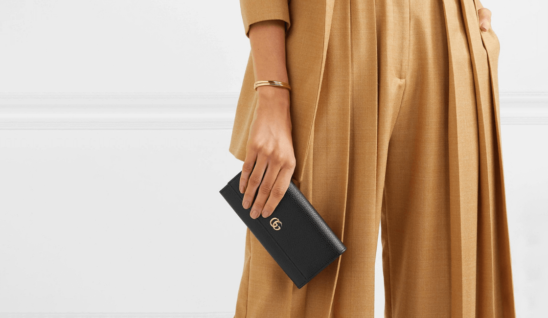 billetera entre las cosas necesarias en las carteras