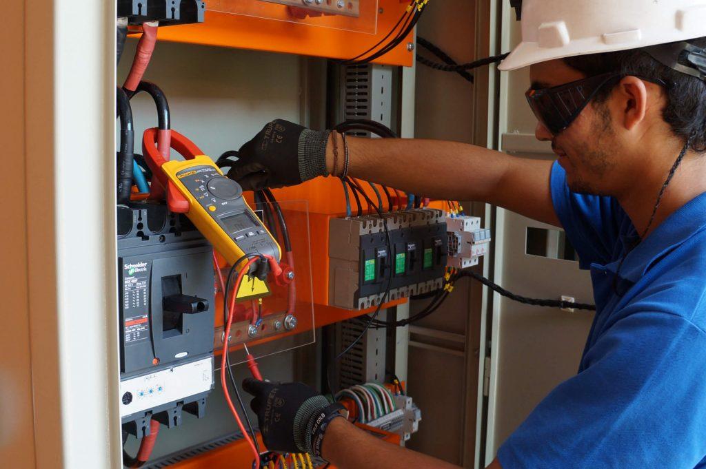 Las carreras técnicas mejor pagadas Técnico en Mantenimiento Eléctrico e Instrumentación
