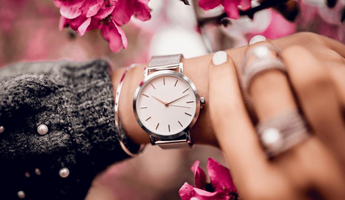 entre los accesorios de moda reloj