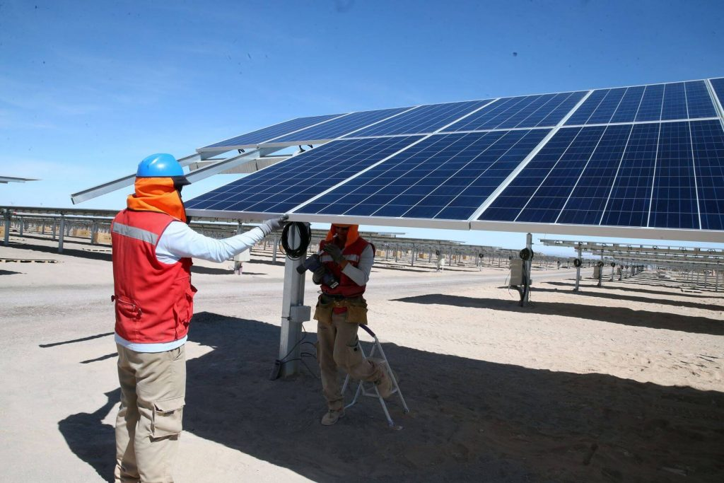 peneles solares-energías renovables-trabajo