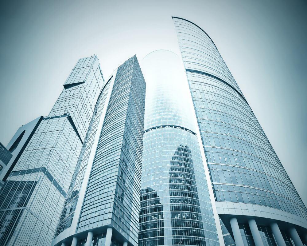 Fachada de edificio con vidrios