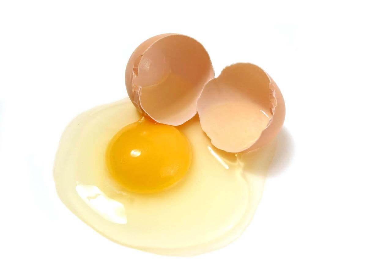 huevo crudo