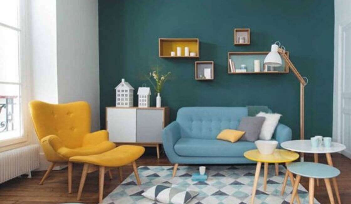 Sala con pared de color