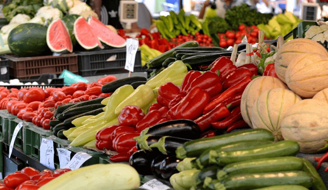 verduras frescas en mercado