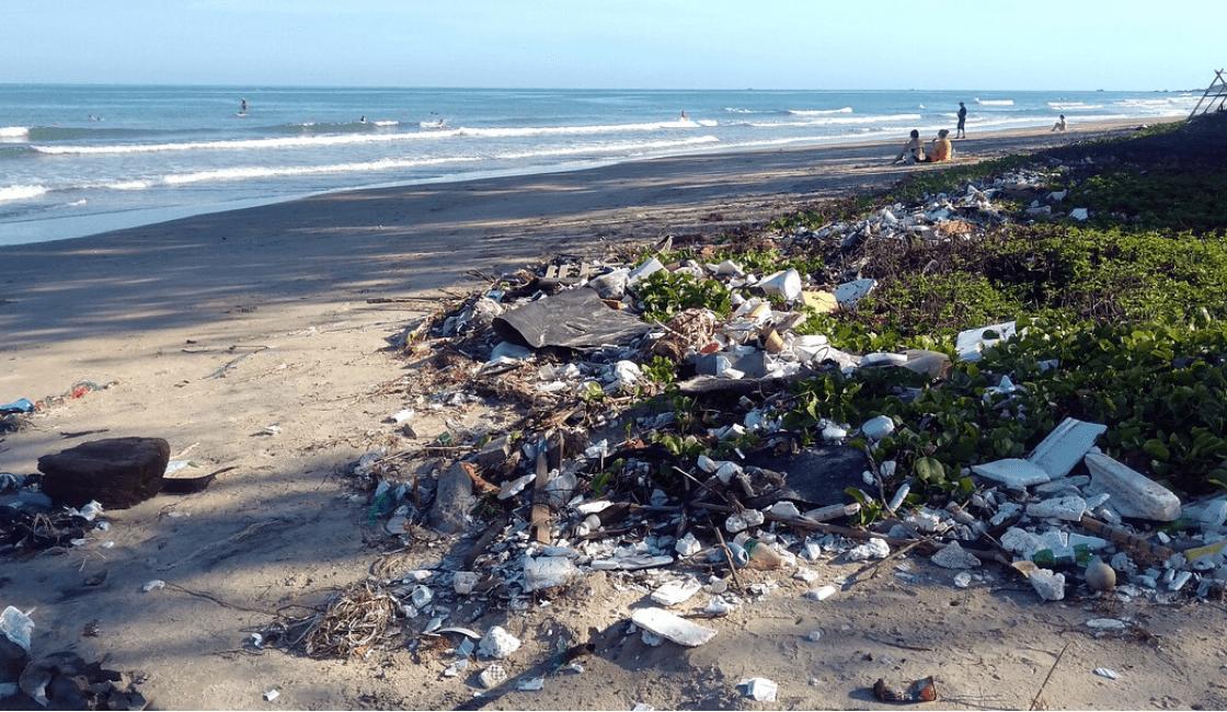 playa contaminada con tecnopor