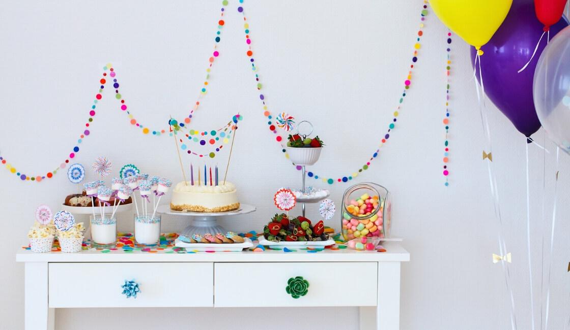 Paso 7: arregle mesa de dulces para la fiesta de cumpleaños