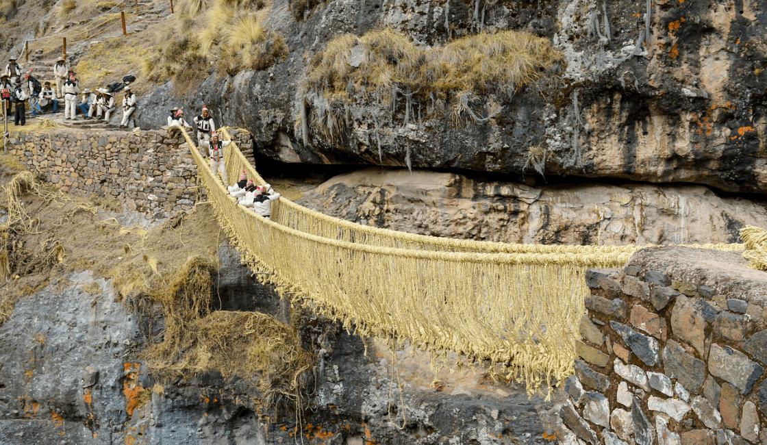 El último puente Inca de Qéschwachaka
