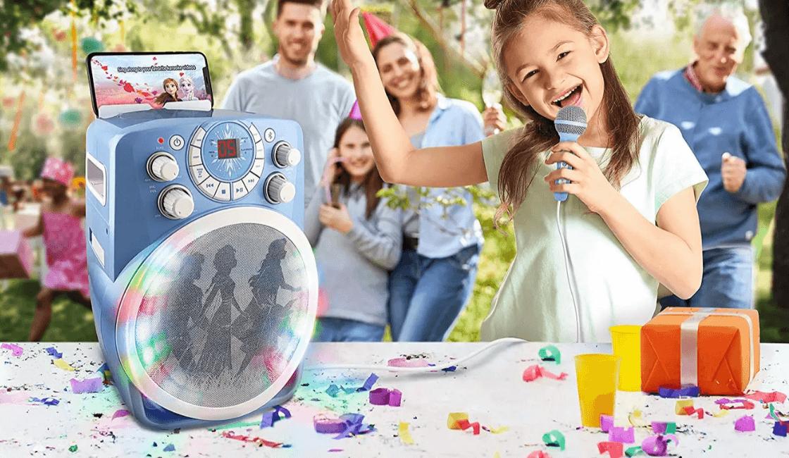 karaoke en familia en un cumpleaños