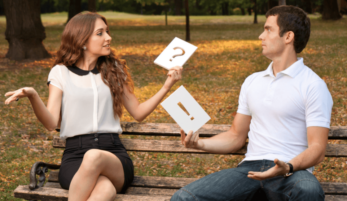 mujer curiosa con preguntas - señales de una mujer