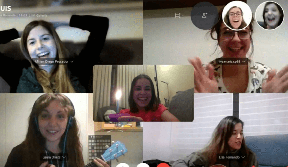 pijamada via video llamada con tus amigos