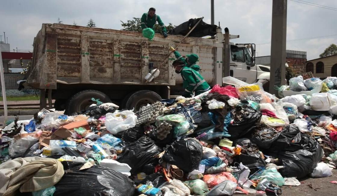 Cerros de basura en las calles