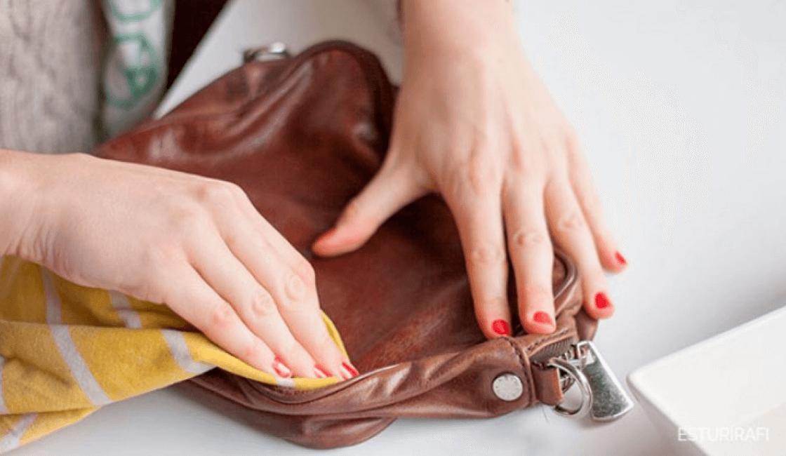 evitar olores en el cuero como una de las formas de cuidar accesorios de cuero