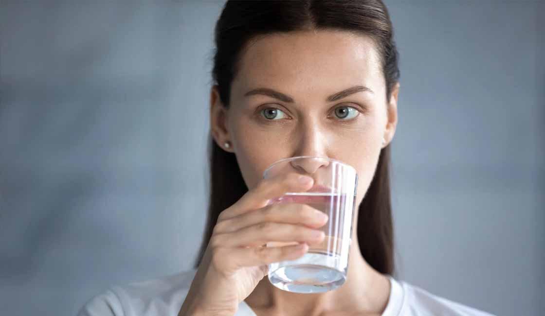 tomar agua hervida