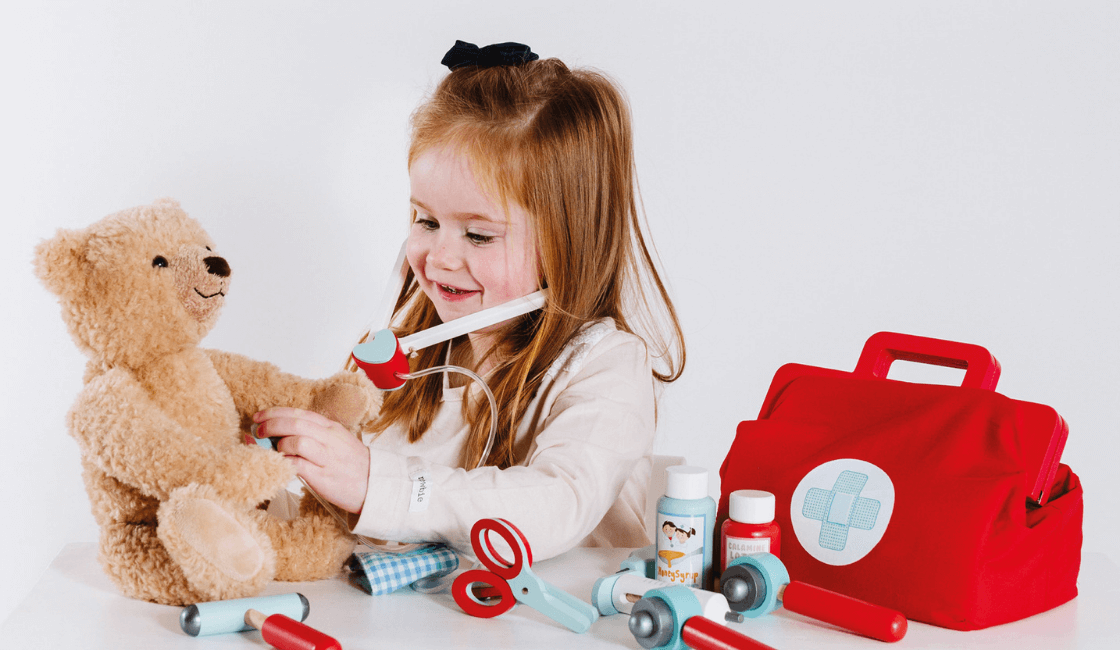 Role play con juguetes de maletín medico