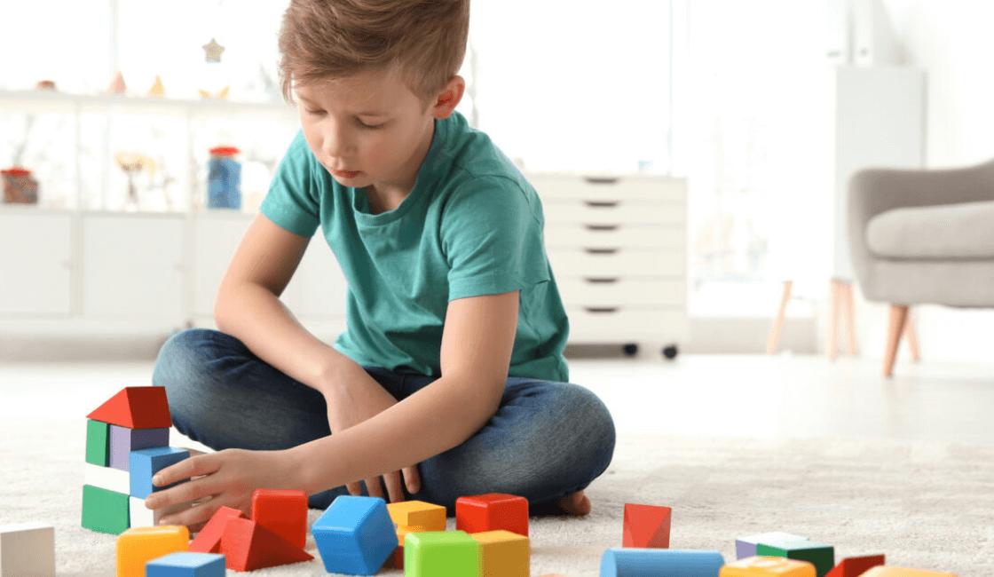 como es el juego de un niño con autismo
