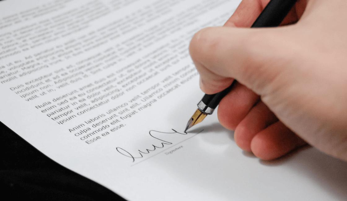 Rubrica sobre un contrato