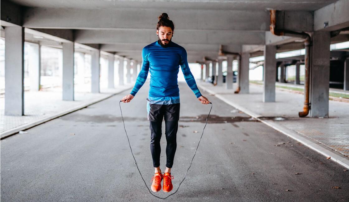 hombre soga ejercicio cuerda soga de saltar
