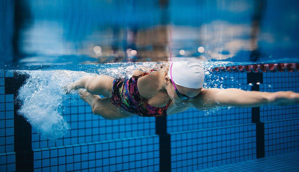 nadar ayuda a aliviar el dolor de espalda